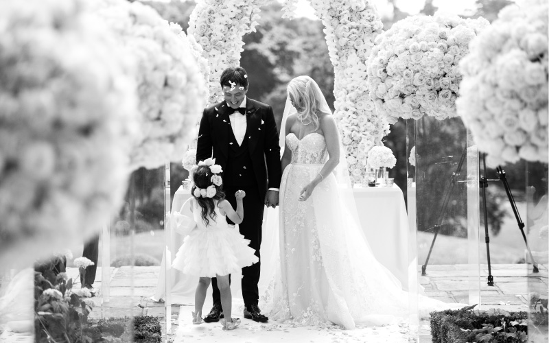 Couple greet daughter at the alter