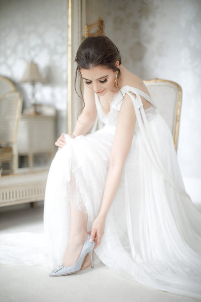 An-Elegant-Styled-Bridal-Shoot-at-Delamere-Manor-c-Zehra-Jagani-13-683x1024.jpg