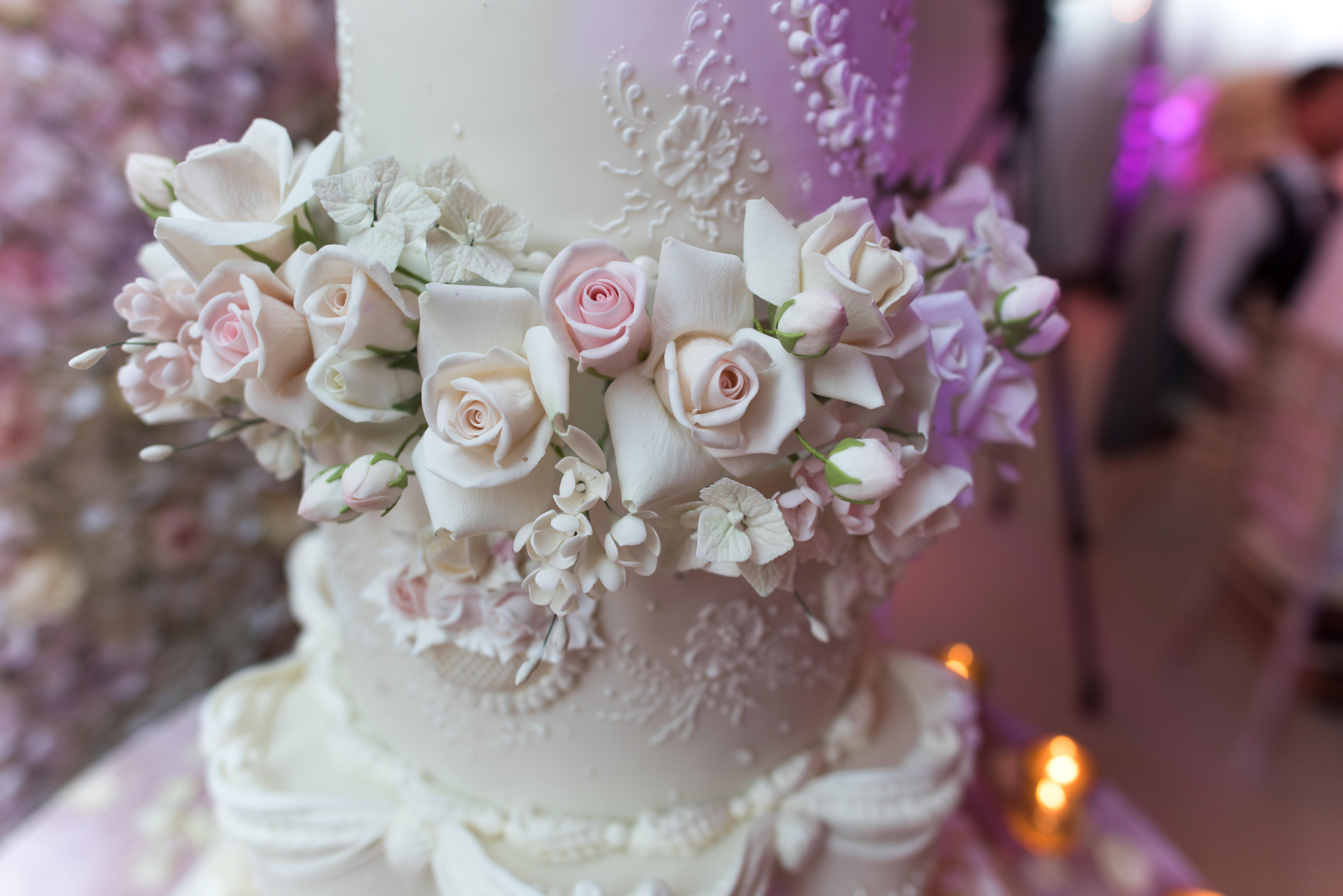 Mouthwatering white chocolate wedding treats