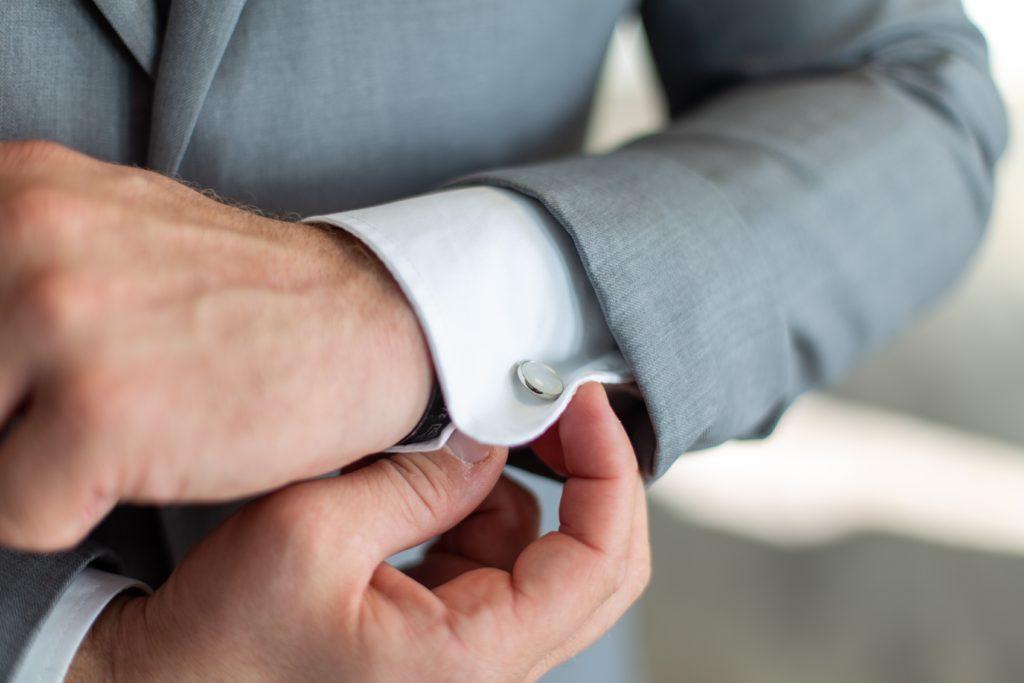 Image describes cufflinks.